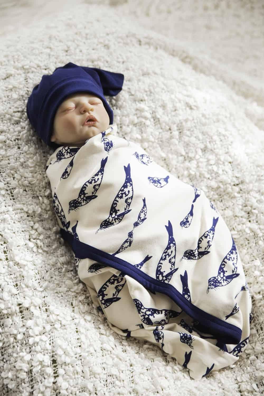Baby Seal takaró sapkával
